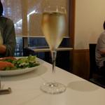 ボンシャンス - グラススパークリングワイン(756円)