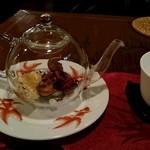 55856529 - 八寶茶(さんざし、なつめ、クコの実、白きくらげ、龍眼、菊花、氷砂糖、黒茶)