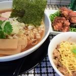 麺処 蛇の目屋 - ラーメンと唐揚げ・鶏めしセットで¥1,150というハイ価格~