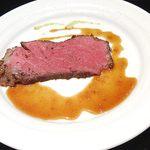55857435 - 黒毛和牛のローストビーフ                       ;お肉は勿論、ソースが又おいぴ~