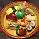 新月寿司 - にぎり寿し
