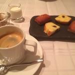 55860298 - カフェと小菓子