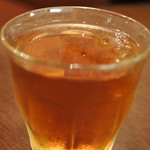 メアリルボーン - お水かと思ったら、これはアイスティーだったよ。 こういうちょっとしたサービスが嬉しいね。 すっきりと飲みやすい紅茶です。