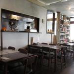 Putali Cafe - モダンな店内