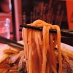 55863877 - 麺は中太麺ストレート麺、加水率は中高級。                       張りのある締まったボディ。
