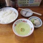 55864602 - ミックス定食(850円)の漬物、スープ、ご飯