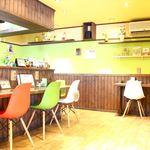 ガヤガヤ curry&cafe - お一人様でも気軽に立ち寄れるカウンター席