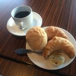 ブリーズベイホテル - コーヒー、クロワッサン、バケット