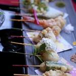 舞妓飯 - 十六種類のひとくち串天ぷら