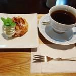 人と木 - 料理写真:アップルパイセット 700円
