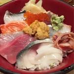 55870574 - 海鮮丼のアップ①