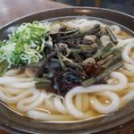 55871005 - 山菜うどん490円。