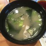 寿司処おかだ - にぎりの味噌汁(わかめ)