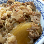 Yoshinoya - 牛丼のタマネギは飴色