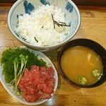 和可奈鮨 - 気になってた あじのたたき丼♥ >゜)))彡〰  >゜)))彡〰