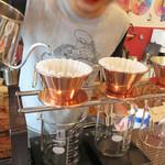 FusukuCoffee - ハンドドリップ九州大会優勝者であるオーナーバリスタ自らが焙煎し、                             1杯1杯丁寧に淹れてくれるスペシャルティコーヒーを頂けます。