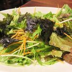 MASAJIN - 前菜代わりにサラダを頼みました。 韓国風のチョレギサラダに似てますね。