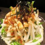 鶏焼 冠尾 - 大根サラダ。       スッパくない梅ドレッシングです。