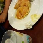 コトブキ - ホットケーキと子供用カルピス