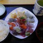 海商寿し - 海鮮皿 ¥850+税