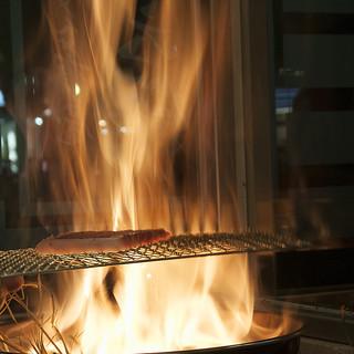 【炎の藁焼き】中洲では珍しい調理法は味も見た目も見応え有!