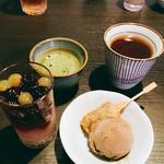 55894800 - ブラウニー串&ほうじ茶アイス  ぶどうのジュレ&グレープフルーツ  お抹茶