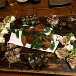 55895883 - 付き出し:バイ貝、里芋、薩摩揚げ、サンマの押し寿司、浪速おこしみたいな物でした・・・