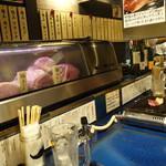 立食焼肉 一穂 - ☆カウンターにはお肉が並びます(#^.^#)☆