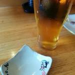 純手打ちうどん 町田タロー庵 - かわいらしい小皿とビール