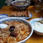 中国ラーメン 揚州商人 - 激辛スーラータンメン+大盛り+ライスセット+焼き餃子+スーラータンメン(奥)