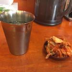 55904003 - 無料食べ放題のキムチとお水