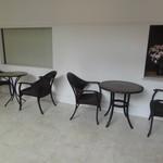 Prato - お店の外にあるテーブル席