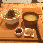 55909160 - スモークサーモンとアボカドのサラダ丼