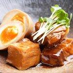 ワサビ - 料理写真:豚のやわらか角煮と煮玉子 680円 口の中で自然とほぐれる柔らかさ、そして納得のボリュームです。