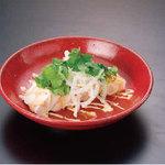 蒸し鶏と豆腐のパクチーサラダ