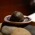 レスト ケイ ヤマウチ - 日間賀島産大あさりを炭のベニエ