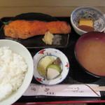 鳥栄 - やき魚定食 800円