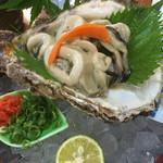 鮨・淡路 - 岩牡蠣  この日のはめちゃめちゃ大きい岩牡蠣でした。