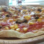 トラットリア マータント - キノコとコーンのピザ