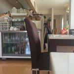 トラットリア マータント - 厨房左とカウンター右