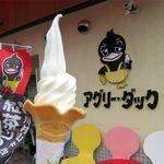 アグリーダック - ローレルコーンのシングルソフトクリーム(290円)