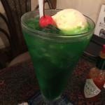 珈琲蔵ぬりの里 - 山盛りのクリームソーダ