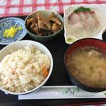 海辺の新鮮市場 - 刺身定食+あら煮、1080円