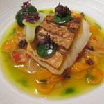 55923050 - 尾長鯛のポワレ 香味野菜のナージュ ズッキーニを詰めたサラダ菜のボンボン