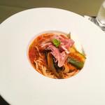 カフェコムサ - ランチ:夏野菜と生ハムのトマトソースパスタ マスカルポーネ添え