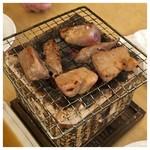 赤羽シルクロード トロ函 - まぐろのにんにく醤油焼きを炭火の七輪で焼いてます!