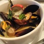 マンジャ マンジャ - アサリとムール貝の白ワイン蒸し