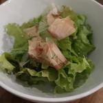 麦酒大学 - お通し代わりの「グリーンサラダ」:さっぱりとした醤油ドレッシング。香り豊かな花鰹が味の決め手です!