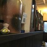 オーガニックキッチンFarve - 焼酎と泡盛の瓶ズラリ