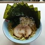 らーめんR - ラーメン750円麺硬め。海苔増し100円。